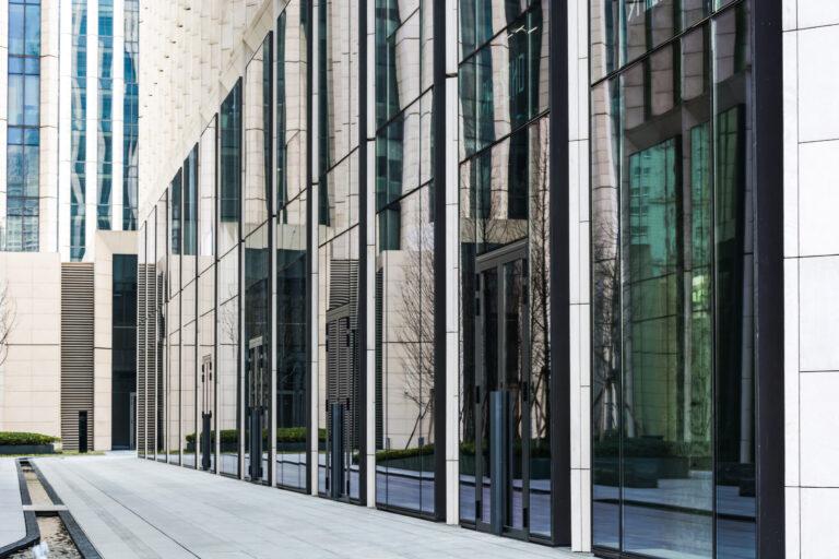 Climatizzazione Retail VRF Ducted senza unità esterna ideali per attività commerciali a piano strada Soluzioni Invisibili a Zero Impatto Estetico